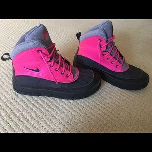 Nike ACG Woodside II Boots(Size 7 Youth)